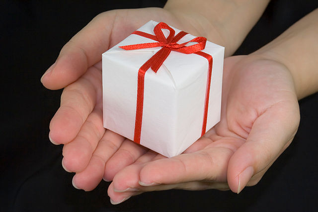 Source: https://commons.wikimedia.org/wiki/File:Giving_a_gift.jpg